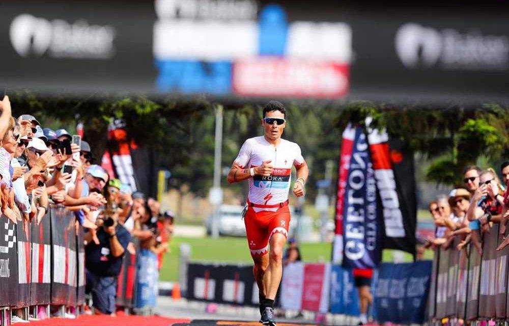 Javier Gomez vince l'Ironman 70.3 Geelong e stacca il biglietto per il Mondiale di Nizza. Tra le donne, successo e slot per Radka Kahlefeldt