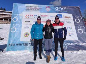 Agli Europei di winter triathlon 2019 tutti e tre gli azzurri Age Group in gara salgono sul podio: Serena Piganzoli è oro, Gianni Sartori e Valter De Rossi sono bronzo.