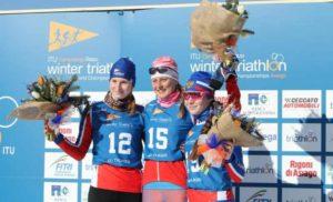 Daria Rogozina vince anche il titolo mondiale U23 di winter triathlon, che vede un podio tutto russo, con Nadezhda Belkina seconda e Alexandra Levkovich terza (Foto ©FiTri).