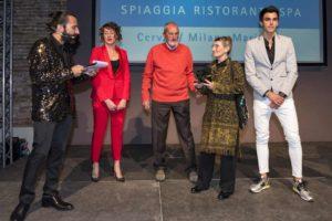 """Agostino Ramella e Gabriella Bois sono la """"Family Triathlon 2018"""". A premiarli un'altra coppia del triathlon italiano: Gaia Peron e Luca Facchinetti (Foto ©FCZ.it Mondo Triathlon / Roberto Del Bianco)."""