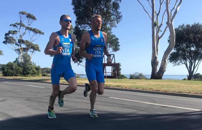 Federico Sicura e la sua guida Daniel Hofer sono medaglia di bronzo cat. PTVI nella prima tappa dell'ITU Paratriathlon World Cup 2019, corsa a Devonport (Australia).