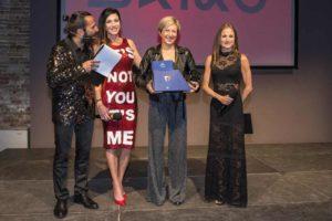 """Roberta Liguori è """"Personaggio dell'Anno"""". A premiarla, la bellissima conduttrice tv Federica Torti (Foto ©FCZ.it Mondo Triathlon / Roberto Del Bianco)."""