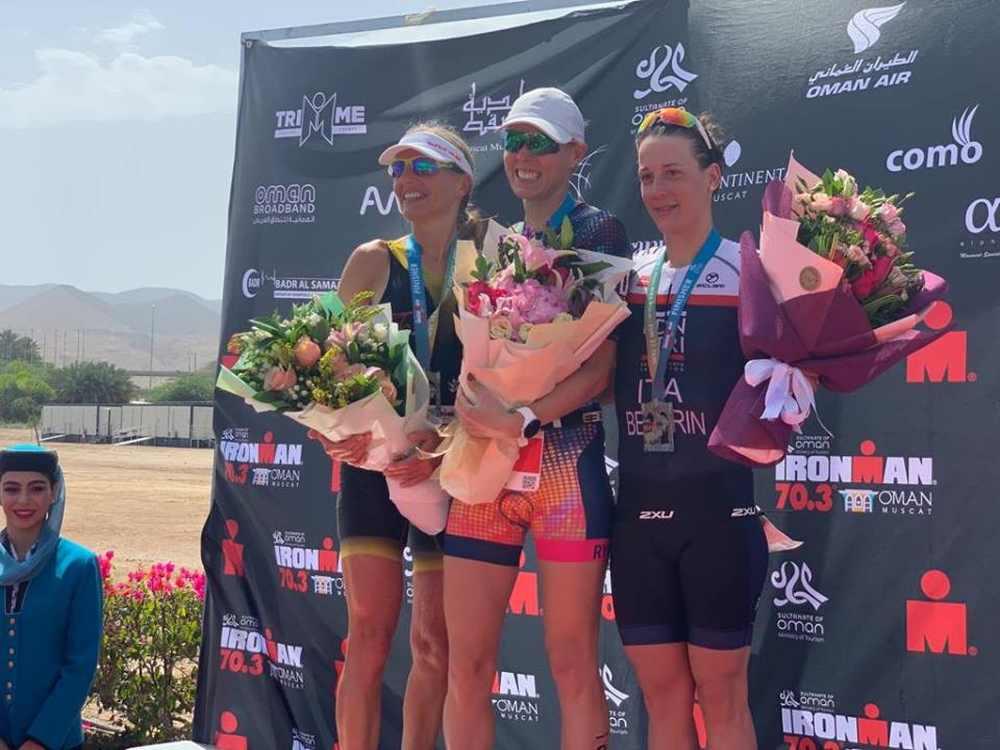 L'italiana Michela Santini vince l'Ironman 70.3 Oman 2019 (gara solo Age Group) davanti alla svizzera ex PRO Natascha Badmann e alla connazionale Giula Bedorin (Foto ©Federico Procopio).
