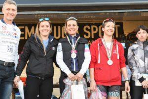 Il podio femminile del Triathlon Crono (Foto ©FCZ.it Mondo Triathlon / Roberto Del Bianco).