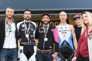Il podio maschile del Triathlon Crono (Foto ©FCZ.it Mondo Triathlon / Roberto Del Bianco).