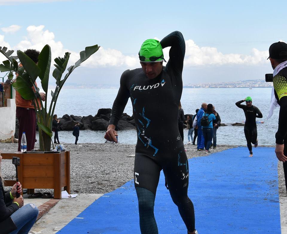 Carmine Rozza (MKT Draph) sale sul gradino più alto del podio del Triathlon Sprint della Palma 2019.