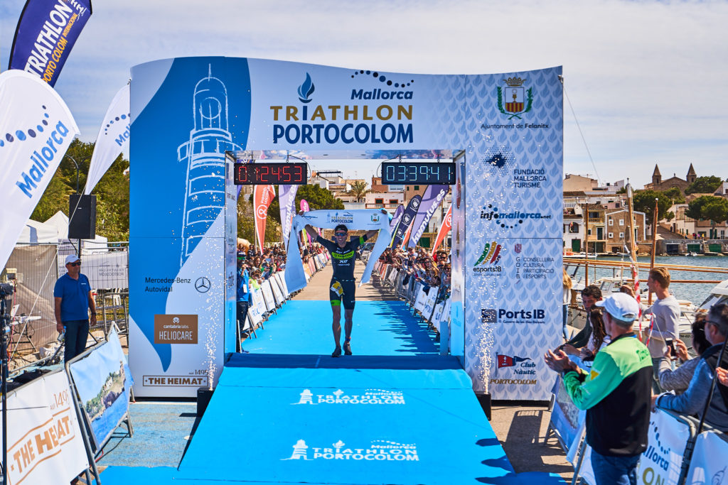 L'italiano Domenico Passuello trionfa domenica 14 aprile all'International Triathlon de Portolocom (Photos Rafa Babot / Triathlon de Portocolom)