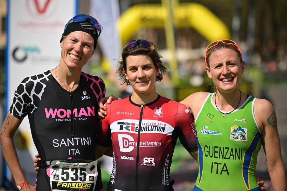 Marta Bernardi (Trievolution) è campionessa italiana di duathlon classico 2019, davanti a Michele Santini (Woman Triathlon) e Silvia Guenzani (Valdigne Triathlon) - Foto ©Dani Fiori.