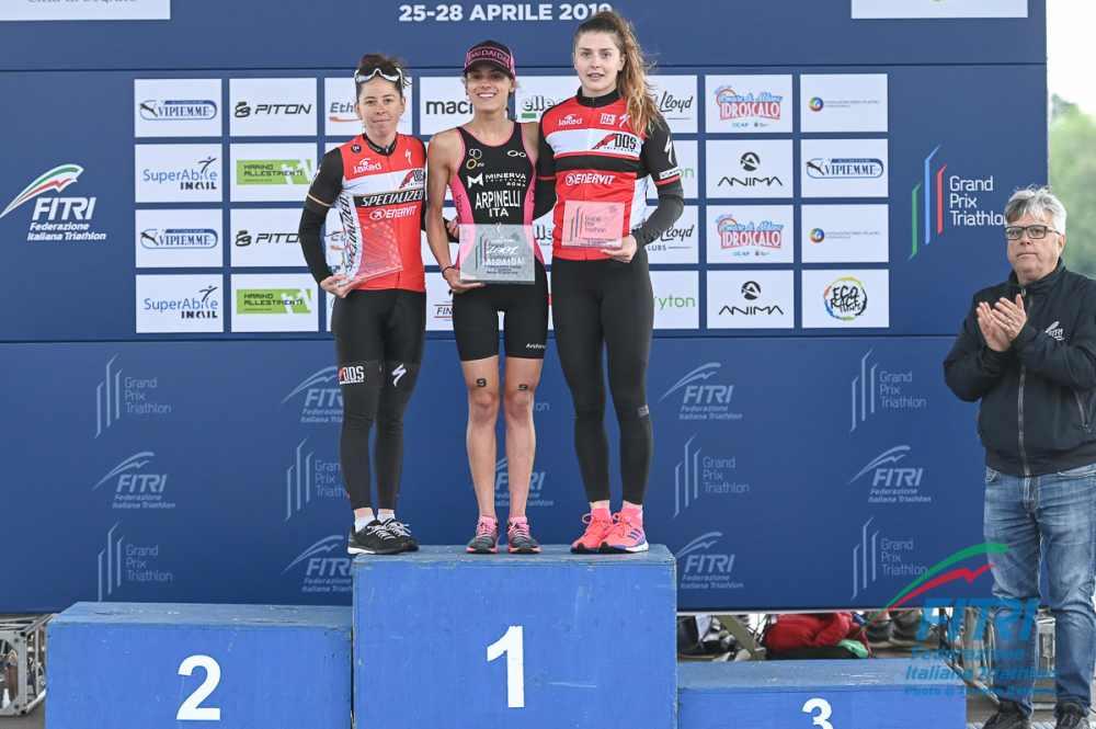 Il podio femminile del Grand Prix Milano 2019 (Foto ©FiTri / Tiziano Ballabio).