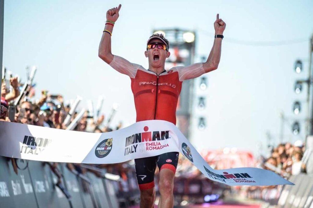 """""""The machine"""" Cameron Wurf domina l'Ironman Italy 2019 scendendo sotto le 8 ore: 7:46:54, nuovo PB e record del percorso"""