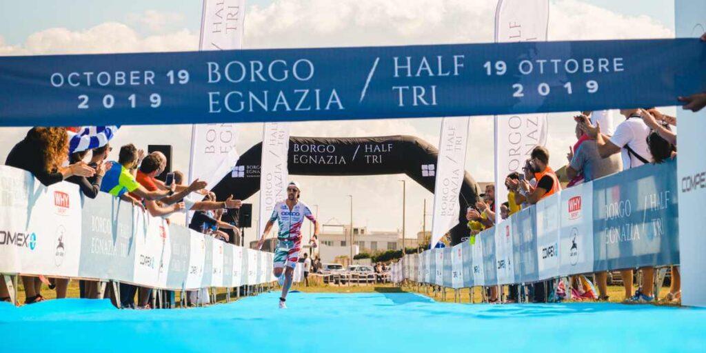 Alessandro Degasperi (ToDoTri) domina il 1° Borgo Egnazia Half Tri, disputato il 19 ottobre 2019.