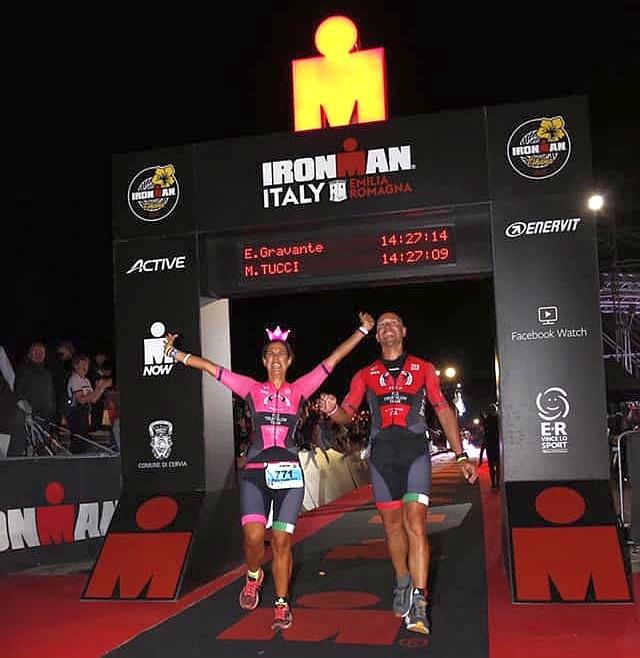 Federica e Marco con i loro body FCZ al traguardo dell'Ironman Italy 2019 di Cervia