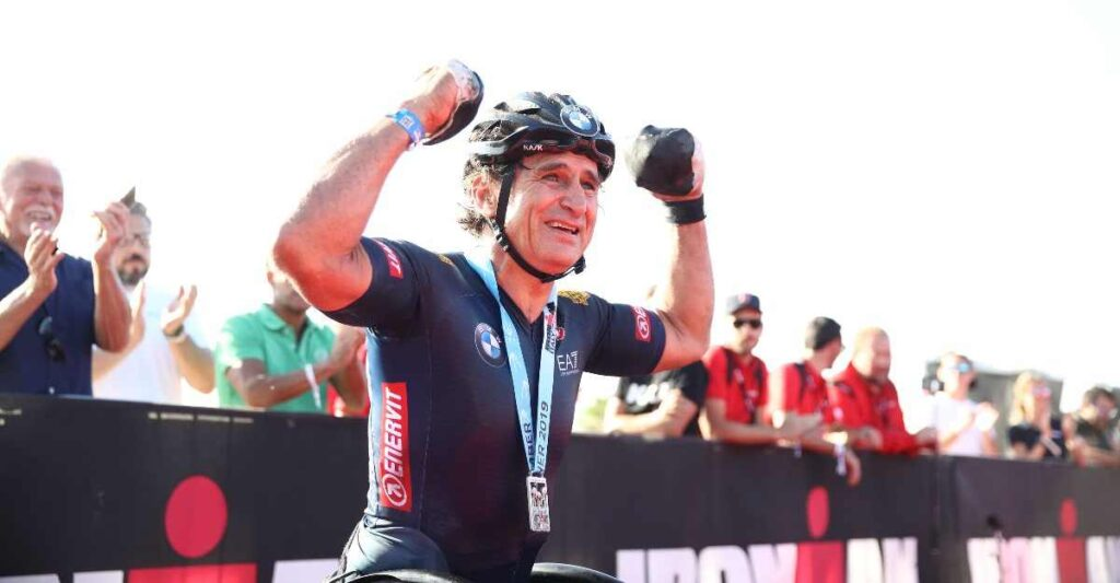 "Alex Zanardi nel 2019 ha centrato un eccezionale ""Double"", tagliando il traguardo dell'Ironman Italy (il sabato) e dell'Ironman 70.3 Italy (il giorno successivo) - Foto ©Getty Images for IRONMAN)."