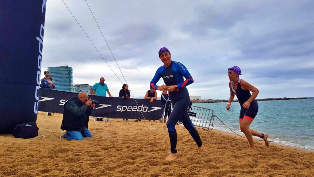 Gianna Nannini termina la frazione di nuoto del Barcelona Triathlon 2019