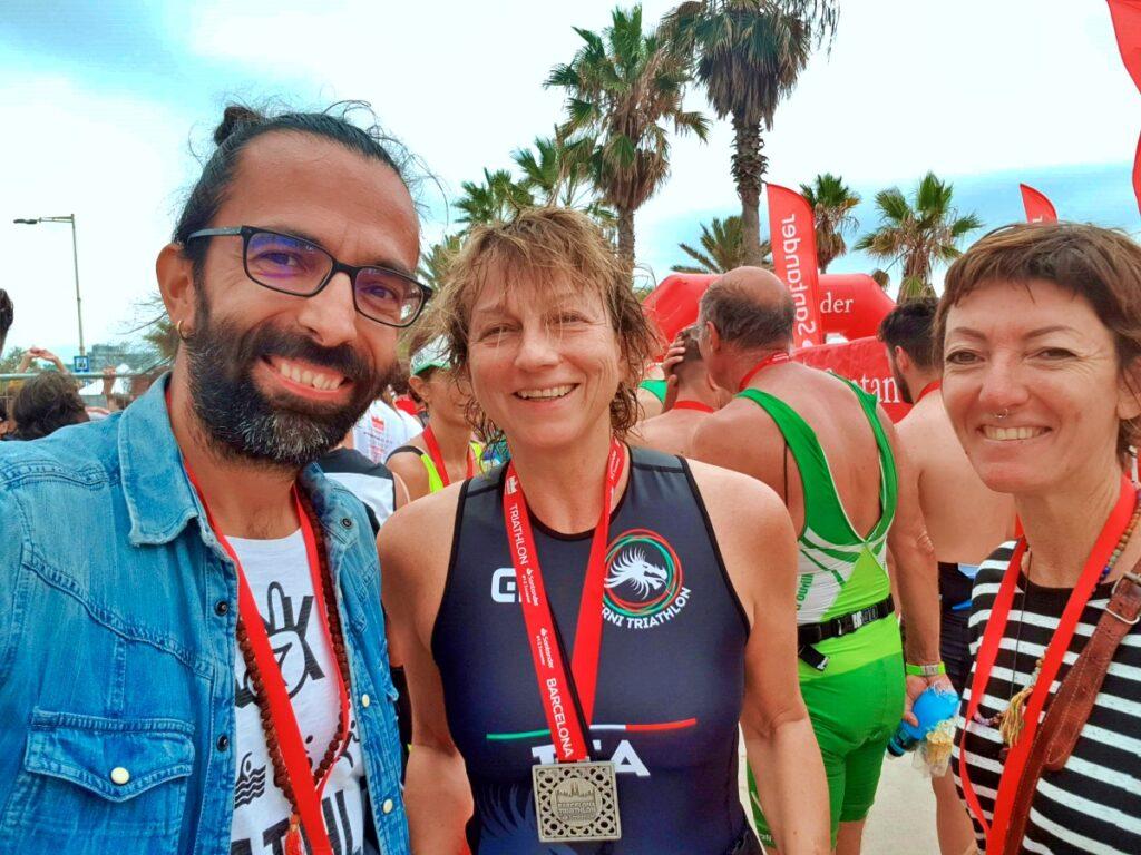 Daddo e Francesca celebrano la medaglia conquistata da Gianna Nannini al Barcelona Triathlon 2019