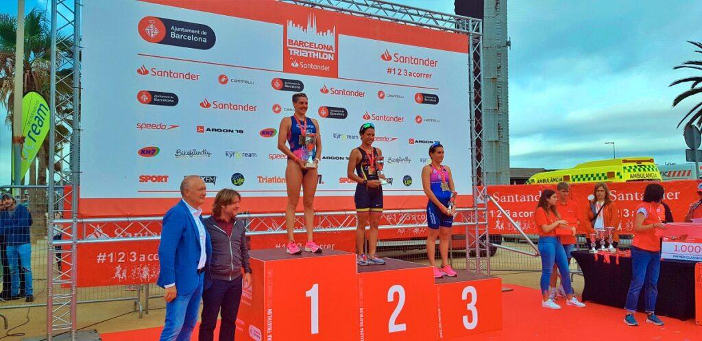 Il podio assoluto femminile del Barcelona Triathlon 2019