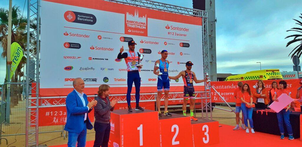 Il podio assoluto maschile del Barcelona Triathlon 2019