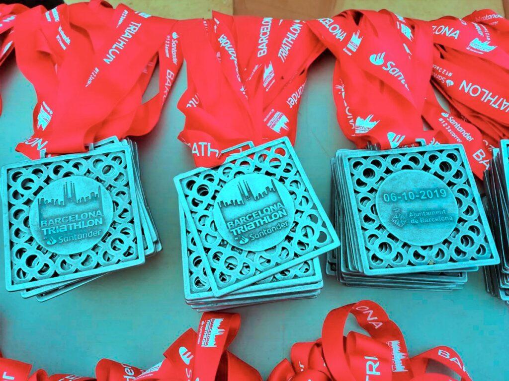 Le medaglie del Barcellona Triathlon 2019