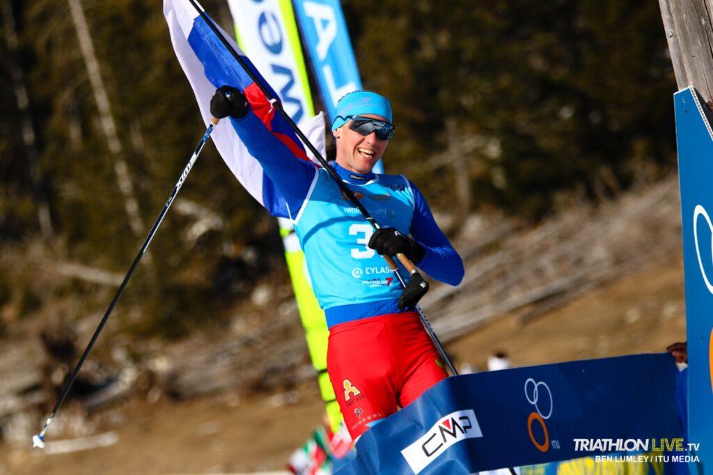 Il russo Pavel Andreev ha  vinto il Campionato del Mondo di winter triathlon 2020. E' il suo ottavo titolo (Foto ©Ben Lamley / ITU Media).