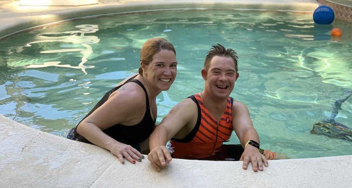 """Chris Nikic: """"Ho 20 anni, sono nato con la sindrome di Down e non vedo l'ora di sentirmi gridare: You're an Ironman!"""""""