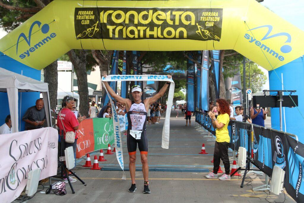 Massimo Cigana vince il triathlon olimpico Irondelta 2019