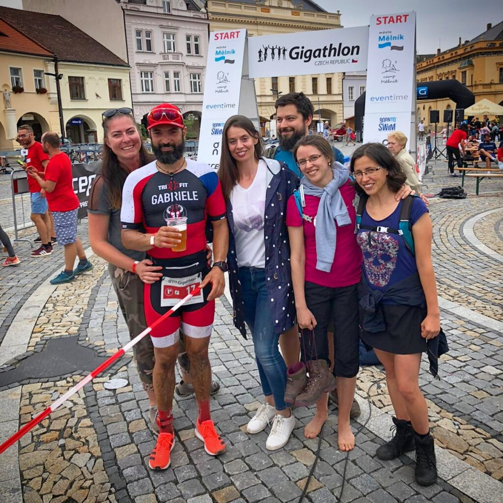 Gabriele Frasconà finisher al Gigathlon Czech Republic 2020, al traguardo con i suoi familiari