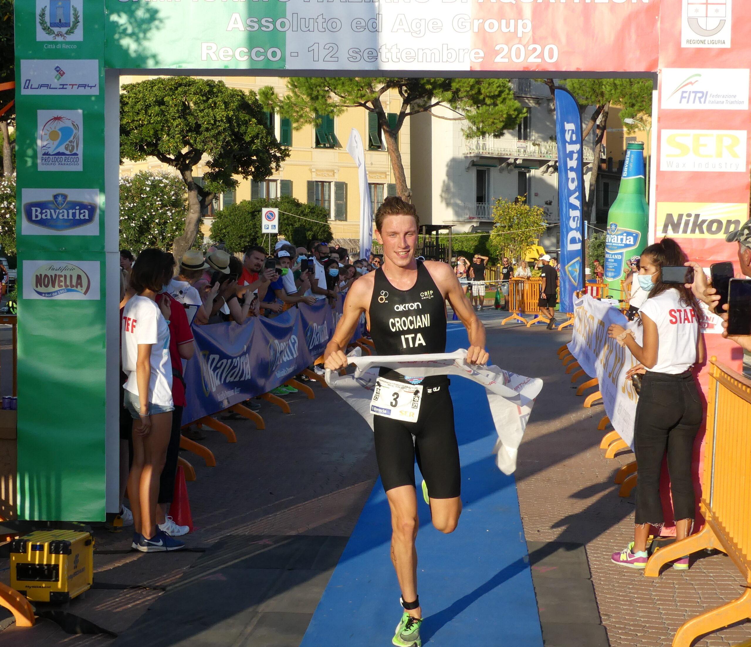 Al traguardo della prova di Recco ecco Alessio Crociani, il nuovo campione italiano di aquathlon 2020