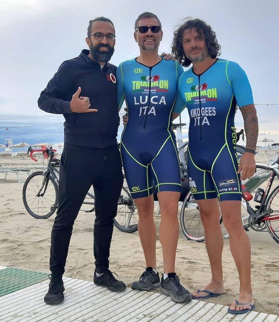 """Da sinistra, Dario Daddo Nardone, Luca Aiello e Simone """"Kiko"""" prima dell'inizio dell'Ironman 70.3 Italy Cervia OFF, un allenamento speciale a Cervia sui percorsi gara ufficiali"""
