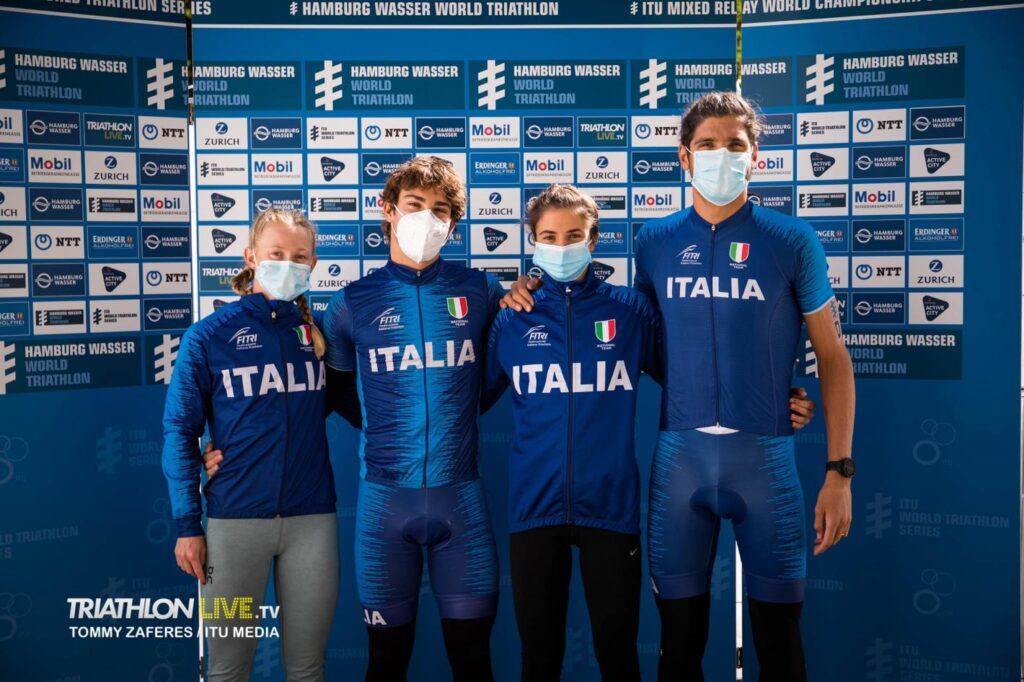 Il team azzurro che ha partecipato ai Mondiali Mixed Relay 2020 di Amburgo: da sinistra a destra, Verena Steinhauser, Delian Stateff, Beatrice Mallozzi, Alessandro Fabian