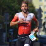 Mattia Ceccarelli nella frazione run dell'Ironman 70.3 Gdynia 2020