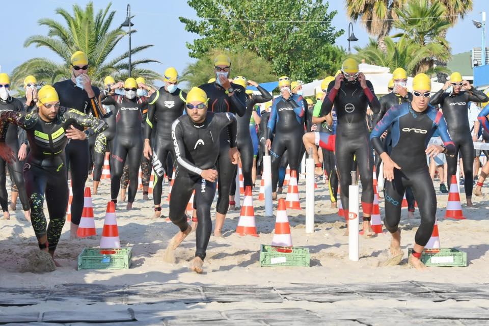La partenza del 4° Triathlon Olimpico Alba Adriatica, 1^ tappa del circuito Adriatic Series 2020