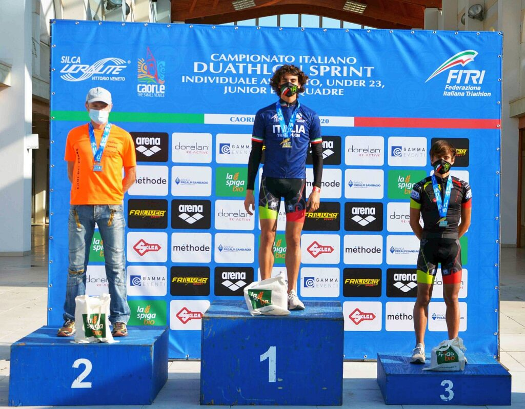 Campionati Italiani Duathlon Caorle 2020, il podio Assoluto maschile, vince Nicolò Strada