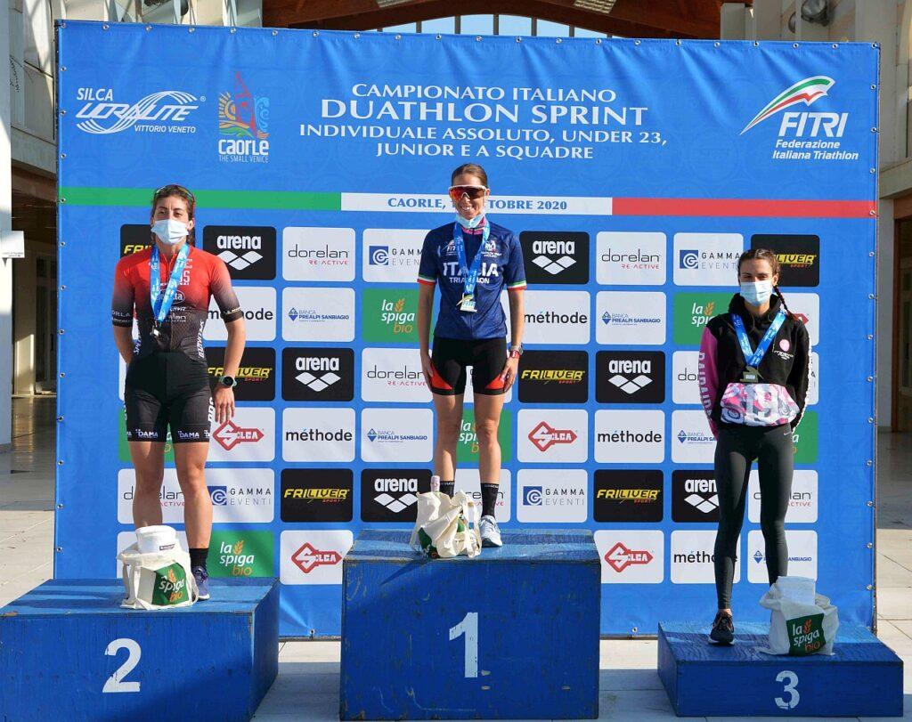 Campionati Italiani Duathlon Caorle 2020, il podio Assoluto femminile, vinice Ilaria Zane
