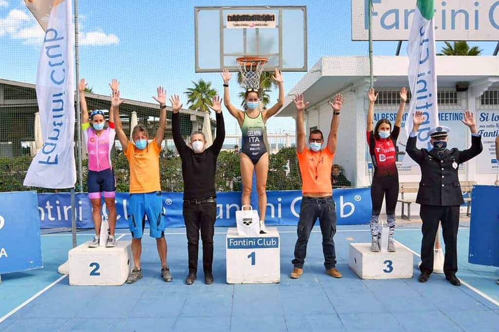 Il podio femminile del V Triathlon Sprint Città di Cervia Fantini Club (Foto: Roberto Del Bianco)
