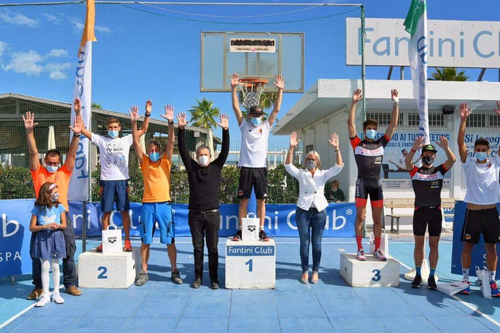 Il podio maschile del V Triathlon Sprint Città di Cervia Fantini Club (Foto: Roberto Del Bianco)