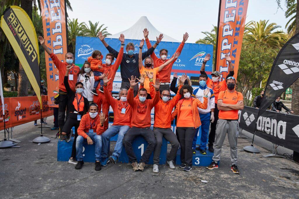 La Flipper Triathlon festeggia al termine dei Campionati Italiani di Triathlon Olimpico 2020 a San Benedetto del Tronto (Foto: Luca Lai)