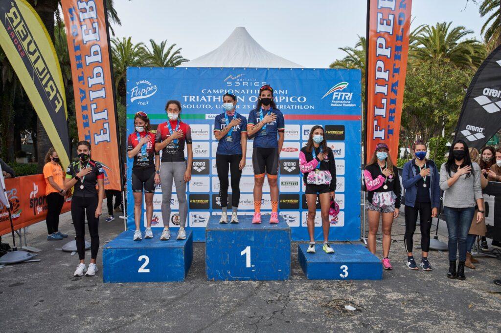 Campionati Italiani Triathlon Olimpico San Benedetto 2020: i podi Assoluti e Under 23 donne (Foto: Luca Lai)