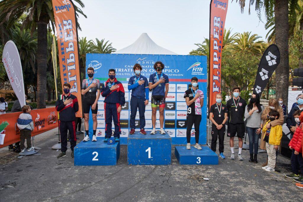 Campionati Italiani Triathlon Olimpico San Benedetto 2020: i podi Assoluti e Under 23 uomini (Foto: Luca Lai)