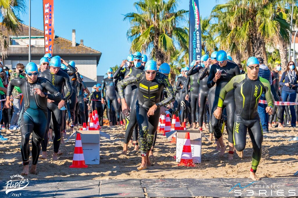 Partenza nuoto 4° Triathlon Olimpico Città di Porto Recanati (Foto: Roberto Del Bianco)