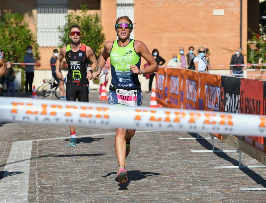 Gloria Cisotto vince il 4° Triathlon Olimpico Città di Porto Recanati (Foto: Roberto Del Bianco)
