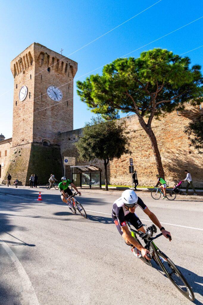 Ruedi Wild dà spettacolo sulle due ruote al 4° Triathlon Olimpico Città di Porto Recanati (Foto: Roberto Del Vecchio)