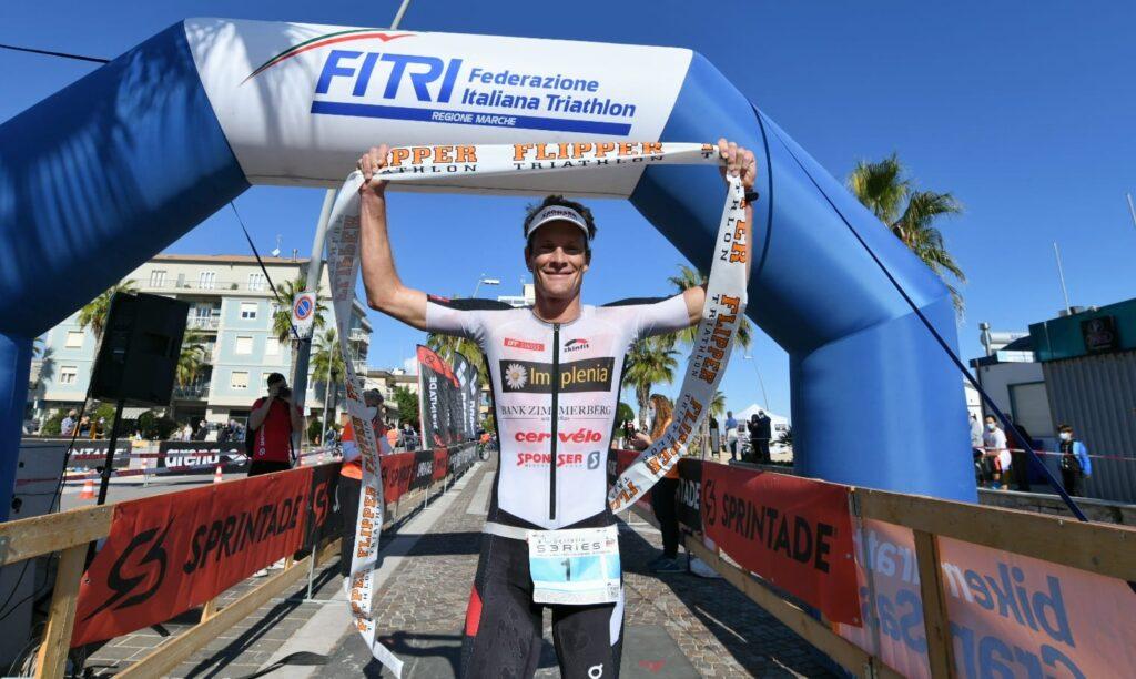 Ruedi Wild trionfa al 4° Triathlon Olimpico Città di Porto Recanati (Foto: Roberto Del Bianco)
