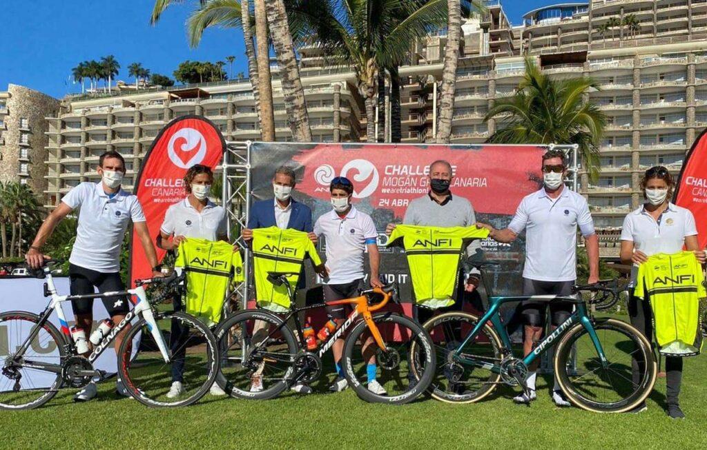 Mario Cipollini (a destra) supporta l'Anfi Challenge Mogan Gran Canaria 2021