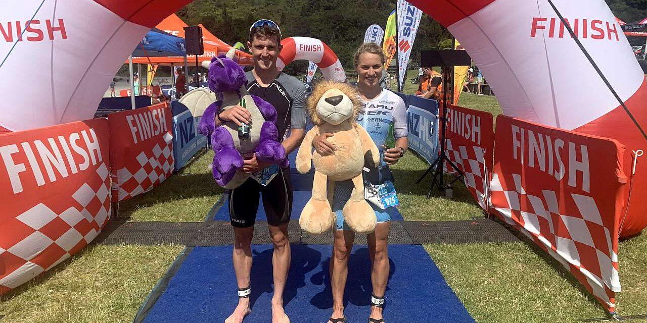 Hannah Wells e Kyle Smith vincono The Rotorua Suffer Half Triathlon powered by PTO