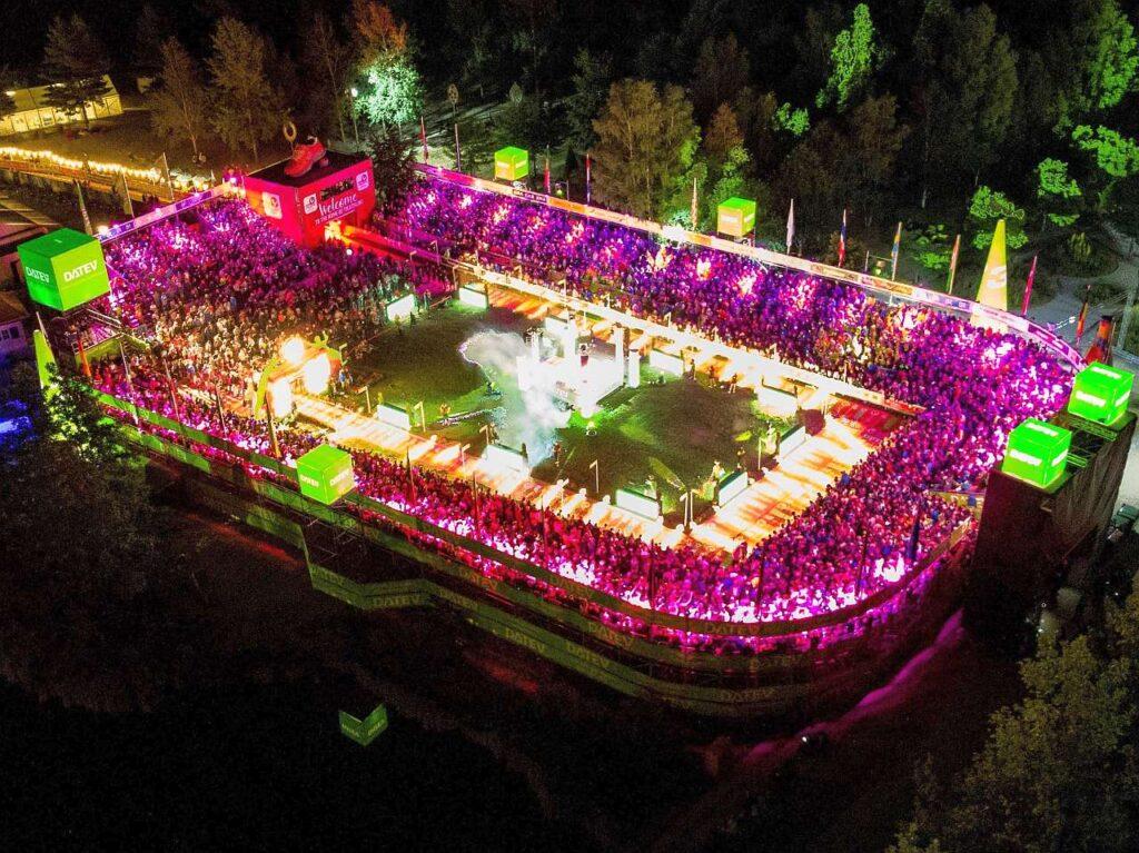 Il leggendario stadio al traguardo del mitico Challenge Roth