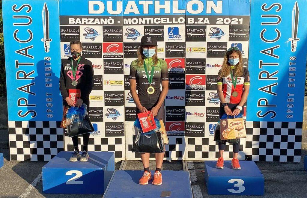 Il podio femminile del Duathlon di Barzanò del 28 febbraio 2021 vinto da Giorgia Priarone