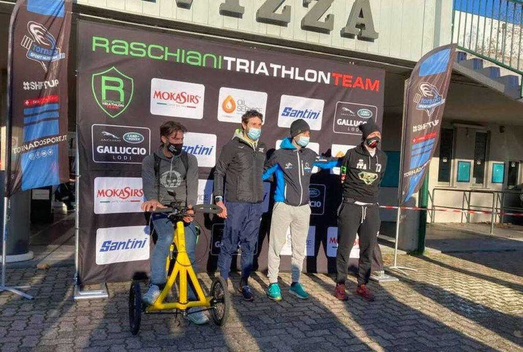 Duathlon Pavia 14 febbraio 2021: il podio paraduathlon, da sinistra Carlo Calcagni, Federico Sicura (con guida Alessandro Comai) e Alessandro Carvani Minetti