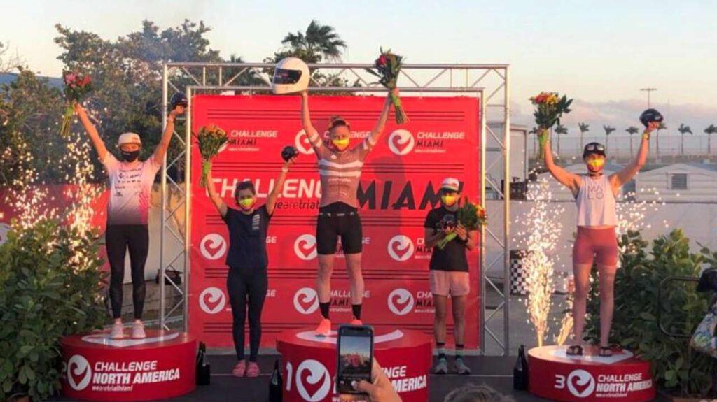 Il podio femminile del Challenge Miami del 13 marzo 2021 vinto da Jodie Stimpson
