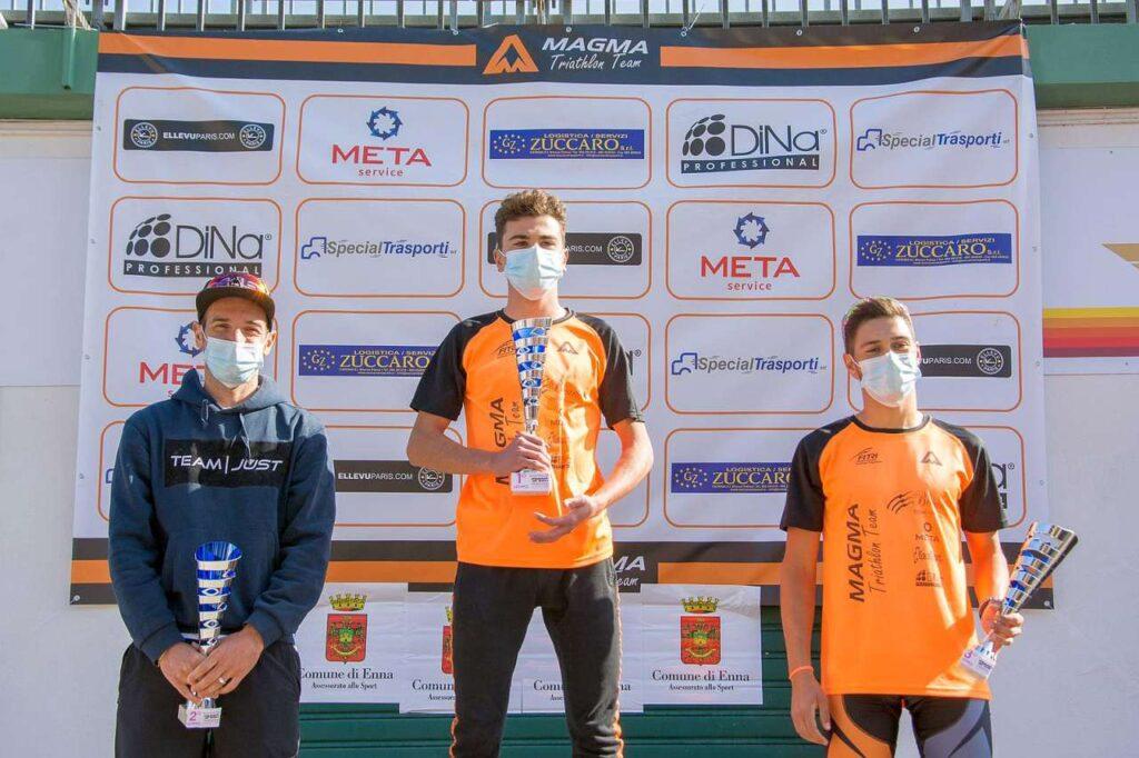Il podio maschile del Duathlon di Pergusa del 28 febbraio 2021, vince Daniele Gambitta