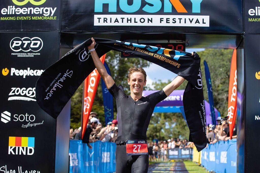 Simon Hearn vince l'Husky Triathlon 2021